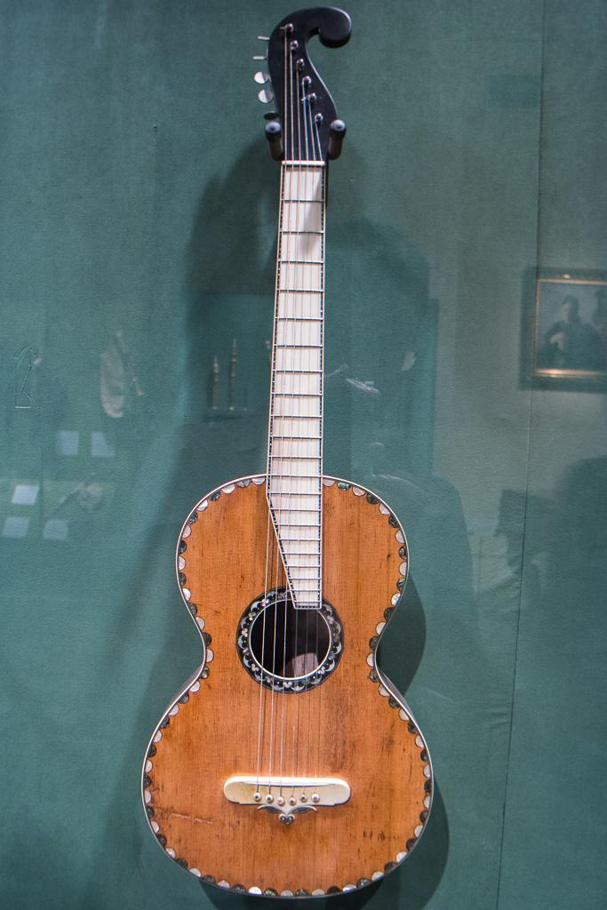 CF Martin Guitars Built by the Man Himself   DIY Fever